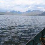 湖の景色と船