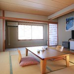 Deluxe tatami room 和室10畳