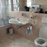 Mooie schone en ruime badkamer, heerlijke douch en iedere dag schone handdoeken