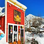 Izzy's Cafe in Crested Butte ( photo courtesy of SNOWBOARDGUIDES_COM )