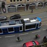под окном трамваи