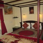 homely b & b very well situated, with great breakfast and a very comfortable bedroom,  Opt for a