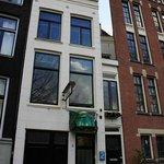 Самый узкий дом Амстердама! Адрес - Singel, 7.
