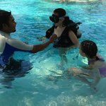 free scuba diving lesson in pool