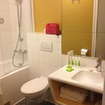 Bathroom room 204 (superior twin)