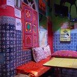 Les coussins du salon marocain au coeur du riad