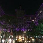 Вид отеля вечером