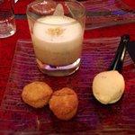 Entrée : cappuccino de lentille, sablés au parmesan et sorbet chorizo
