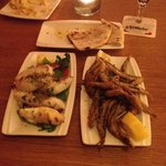 gefüllte tintenfische, frittierte sardinen