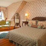 Roses & Lace suite - queen bed and antique furnishings