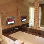 Queen Anne Suite Bathroom