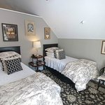 The second bedroom in the Green Mountain Suite has two twin beds