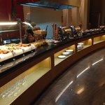 Buffet aonde é servido almoço e café da manhã.