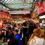 Gwangjang Market di Awal Musim Semi