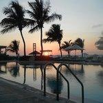 Couché de soleil de la piscine