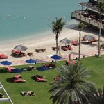 Вид на пляж из нашего номера