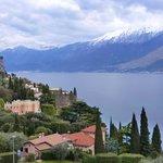 Blick zum Ostufer mit Monte Baldo Massiv