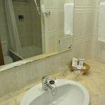 Ванная комната и санузел совмещены.