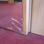 devil is in details: specchio dell'armadio in camera