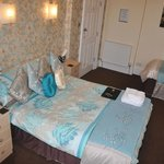 'Room 3' Family/Double En-Suite £70-£105prpn. (01492 876491)
