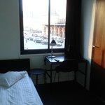 Zimmer im 1.Stock, Aussicht auf Bahnhofsplatz