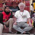 Am Ganges/ am Hotel , mit Sudentinnen der Rechtswissenschaften.....