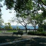 Parc-Montmorency, de nombreux bancs de parc pour un pique-nique sous les arbres