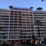 Le grand hôtel vu du bas