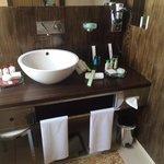 Le lavabo avec les produits (à profusion )