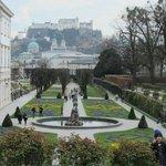 Garten met Hohensalzburg op de achtergrond