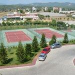 территория отеля,тенис