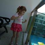 доча на балконе