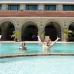 Основной бассейн отеля