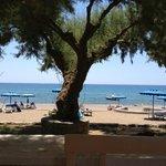 Stranden lige neden for hotellet