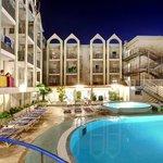 Panoramica dell'hotel e delle piscine