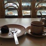 1Fにあるカフェにはスイーツが充実しています。