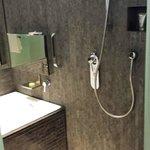 Shower & Bathtub