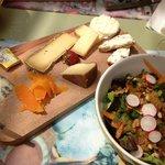 planche de fromage et sa salade estivale