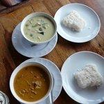 Grünes Curry mit Huhn und Braunes Curry mit Rinderfilet.