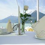 Frühstück auf der Terrasse mit herrlicher Aussicht