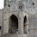Dom, gotischer Portikus und Rosette