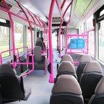 Ônibus de uma das linhas que servem o hotel