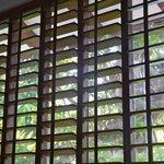 Fenster mit Lammellengitter - zum Teil defekt