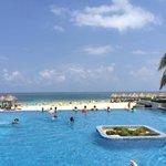 swim up bar pool and beach view