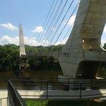 Ponte de pedestra na Avenida Beira Rio, próximo ao Engenho Velho.