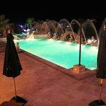 ночной вид бассейна