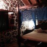 Vi tres de las habitaciones y eran muy bonitas, muy limpias y con detalles rústicos .