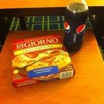 Comida rápida vendida no hotel...para preparo no microondas do quarto!