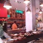 Desayuno buffet en local de Balcarce 96 - Salta