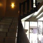 Escadaria no interior do hotel